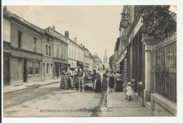 MOURMELON LE GRAND - La Rue De Chalons (circulée) - Mourmelon Le Grand