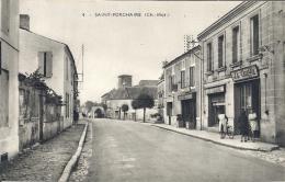 CPA Saint-Porchaire - Rue Avec Commerces Et Animation Vélos - France