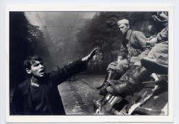 JOSEF KOUDELKA---PRAGUES--1968---Devant La Maison De La Radio (manifestant,soldats Sur Char Russe) - Illustrators & Photographers