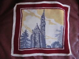 Mouchoir Commémoratif  En Crêpe Collégiale De Thann Années 1935 Env Légères Traces D âge - Mouchoirs