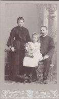 Kabinettfoto, Notar Ditgen Mit Frau Und Tochter, Ottweiler, Foto: Weingard, Ottweiler, Um 1905, JUGENDSTIL-Druck - Identifizierten Personen