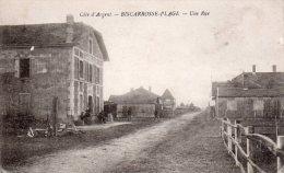 Cpa  40  Biscarrosse-plage , Une Rue..,animations Devant L'hotel De La Gare - Biscarrosse