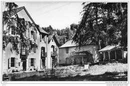CPSM  -  TREBAS  LES  BAINS  (81)   Etablissement Thermal Et Les Sources Cuivreuses  ( Hotel Des Bains ) - France