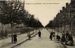 10 -ROMILLY- Rue Des Hauts Buissons-Très Animée - Romilly-sur-Seine