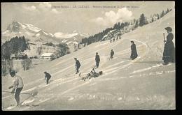 74 LA CLUSAZ / Skieurs Descendant Le Col Des Aravis / - La Clusaz