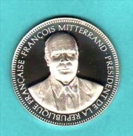 MEDAILLE FRANCOIS MITTERAND - PRESIDENT DE LA REPUBLIQUE 21 MAI 1981 - LIVREE DANS SA BOITE D'ORIGINE - Other
