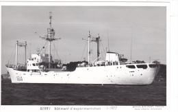 Bateau Marine Nationale Militaire A 644 Berry Batiment D Experimentation  1-1977  Marius Bar Equipage - Guerre