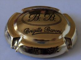 CAPSULE DE CHAMPAGNE BARONI BRIGITTE N°16,DORE A L'OR FIN PAGE 100 - Champagne