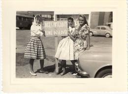 JEUNES FEMMES  ANNEES SOIXANTE  10,5 X 8cm - Fotos