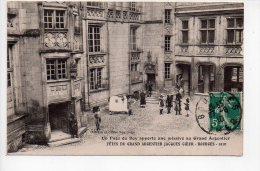 REF 139  : CPA 18 BOURGES Fêtes Du Grand Argentier Jacques Coeur Un Page Du Roy Apporte Une Missive - Bourges