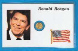 Ronald  Reagan - Medallita Dorada En Ficha Plastificada - Monarquía/ Nobleza