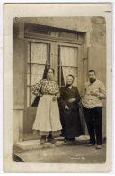 TASSIN: Gros Plan Sur Une Partie De La Famille Navarra. Carte Photo Identifiée Au Verso - Autres Communes