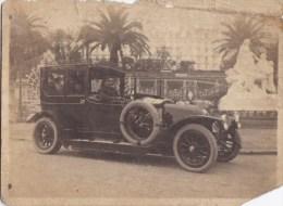 A2A Z35 ANCIENNE PHOTO NOIR ET BLANC HOMME DANS UNE VOITURE AUTO A IDENTIFIER VOIR PRISE A CUNIEZ NICE 1920 - Automobiles
