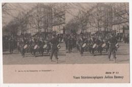 Vues Stéréoscopiques Julien Damoy - As Tu Vu La Casquette, La Casquette ? - Militaria - Stereoscopische Kaarten