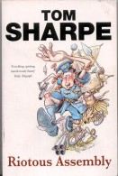 TOM SHARPE - RIOTOUS ASSEMBLY Humour Paperback 2002 Arrow Books P.G. Wodehouse - Érotisme