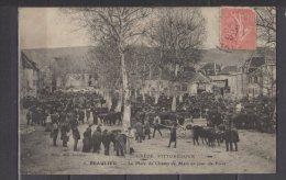 19 - Beaulieu - La Place Du Champ De Mars Un Jour De Foire - Autres Communes