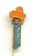 Rare 1976 Pez Dispenser Shaped Enamel Pin Badge - Mexican With Sombrero PEZ PEZ - Pin's & Anstecknadeln