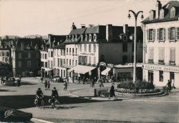 OLORON SAINTE MARIE - Place Gambetta Vers Le Grand Hôtel De La Poste - Oloron Sainte Marie