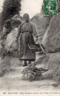 17 Meschers, Marie Guichard Revenant De La Peche A La Grotte - Meschers