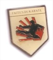 C95 Pin´s FAITES DU KARATE ACHAT IMMEDIAT - Judo