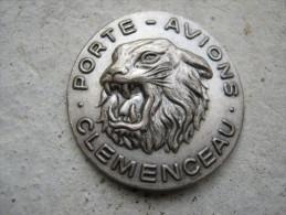 ANCIEN INSIGNE DE LA MARINE NATIONALE PORTE AVION LE CLEMENCEAU SANS ATTACHE D�ORIGINE
