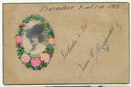 Carte Tres Belle Avec Chromo Fleurs Soie Et Belle Femme Au Chapeau Varadero Cuba - Cartes Postales