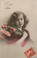 """ENFANTS - LITTLE GIRL - MAEDCHEN -  Jolie Carte Fantaisie Portrait Fillette Et Fleurs """"Bonne Fête"""" - Portraits"""