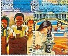 Women Empowerment, Girl With Microscope, Chemistry, MNH Libya - Chimica