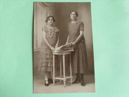 Carte Photo D´une Mère Et Sa Fille, Années 30 - Photographs