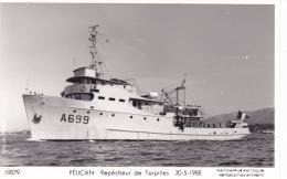 Bateau Marine  Militaire France  A 669 Pelican Repecheur De Torpilles 30-5-1988 Marius Bar + Equipage - Guerre