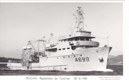 Bateau Marine  Militaire France  A 669 Pelican Repecheur De Torpilles  20-10-1980   Marius Bar + Equipage - Guerre
