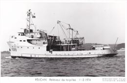 Bateau Marine  Militaire France  A 669 Pelican Releveur De Torpilles  11-3-1974  Poupe  Marius Bar + Equipage - Guerre