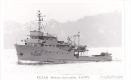 Bateau Marine  Militaire France  A 669 Pelican Releveur De Torpilles  8-3-1972 Marius Bar + Equipage - Guerra