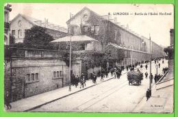 LIMOGES / LA SORTIE DE L'USINE HAVILAND / Carte écrite En 1916 - Limoges