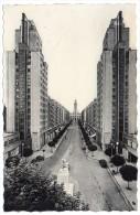 CP, 69, LYON VILLEURBANNE, Les Gratte Ciel, L'Avenue Henry Barbusse Et L'Hôtel De Ville, écrite, Voyagé En 1956 - Lyon
