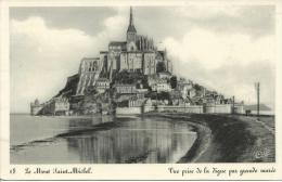 18 Le Mount Saint Michel Vue Prise De La Digue Par Grande Maree Edition Reservee A La Porte Du Roy - Le Mont Saint Michel