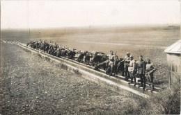CARTE PHOTO : CAMP DE LA VALBONNE REGIMENT DE CAVALIER A L'ABREUVOIR CAVALERIE GUERRE 01 AIN - Kazerne