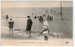 DEPT 14 , Villiers Sur Mer , Les Bains De Mer ( Baigneurs , Barque ) - Villers Sur Mer