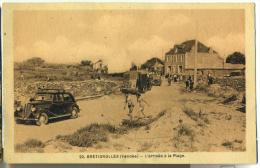 85 Brétignolles Arrivée à La Place, Auto Ancienne Camion Ancien - Bretignolles Sur Mer