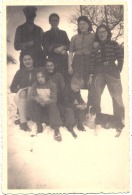 Photo Cartonnée Au Format Cpa - Famille à La Neige  Et Leur Chien  TTB - Personnes Anonymes