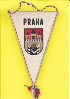 FANION - PRAGUE - PRAHA - 2 Scans - - Obj. 'Herinnering Van'