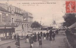 ST-NAZAIRE (44) - LA RUE AMIRAL - COURBET ET L´HÔTEL DES POSTES - Saint Nazaire