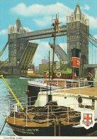 Tugboats & Tower Bridge London    # 02488 - Remorqueurs