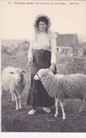 21963 Brehatine (Brehat France Ile) Gardant Ses Moutons De PresSales -72 ND Bergere Costume Coiffe Chapeau - Elevage