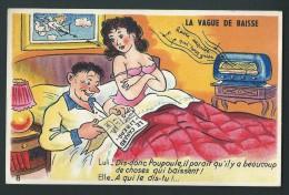 Jeune Couple Au Lit.  La Vague De Baisse..... Elle écoute La Radio, Lui, Il Lit Le Journal. - Humor