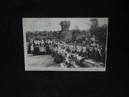 Noce Bretonne Au Pays De Cornouailles . Festin De 1800 Personnes , Côté Des Femmes - France