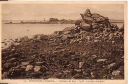 PORSPODER: Rochers De Beg Uhel - Au Loin, Le Phare - France