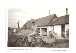 """Photo Originale Le VELO Et La  """" Remorque Landau """" - Cycling"""