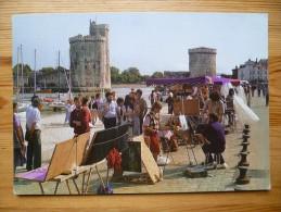 17 : La Rochelle - Exposition Artisanale Sur Le Vieux Port Dominé Par Les Tours , St Nicolas Et La Chaîne - Animée - La Rochelle