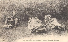 FRONTIERE FRANCO-SUISSE DOUANIERS FRANCAIS EN EMBUSCADE DOUANE METIER GENDARME - Aduana